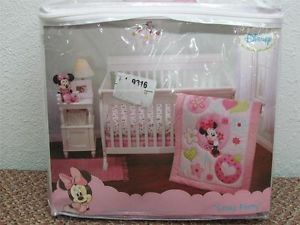 Disney Baby Minnie Mouse Sitting Pretty 3 Piece Crib Bedding Set