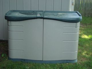 Rubbermaid Outdoor 18 CU ft Split Lid Horizontal Garden Tool Storage Shed Deck