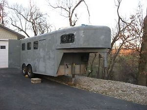 3 Horse Slant Gooseneck Tighton Trailer Weekend LQ Package Weekender