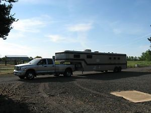 Sundowner Horse Trailer w Living Quarters