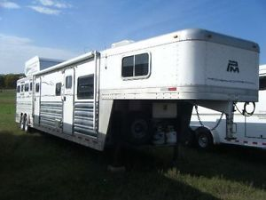 Platinum 4 Horse Trailer with Living Quarters Bunk Beds