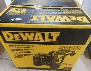 Dewalt 3000 PSI 2 5 GPM Gas Pressure Washer DXPW3025 Honda GX160 Engine New