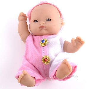 Newborn Baby Doll Girl Boy Cuddles Lifelike Soft Bodied Doll with Clothes P8610