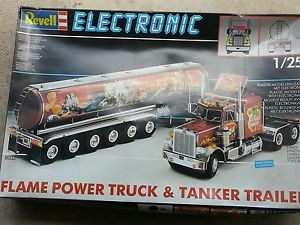 Revell Peterbilt and Trailer Scale Model Truck with Electronics