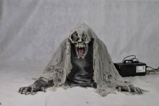 Spewing Corpse Fog Machine Access Prop Haunted House Scary Door Decor Halloween