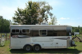 2008 LAKOTA Two Horse Trailer with 2 Person Living Quarters Priced to Sell