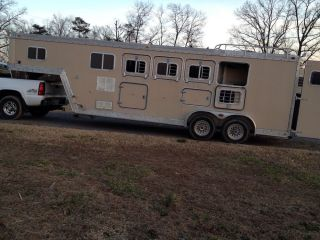 Horse Trailer 4 Horse Slant with Living Quarters