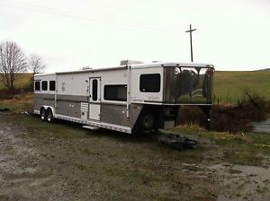 Sundowner Signature Series 8015 Sunlite 720 Horse Trailer with Living Quarters