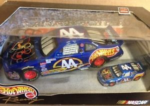 KYLE PETTY 44 1999 2 CAR HOT WHEELS NFL SET 1 24 AND 1 64 HOT WHEELS DIECAST