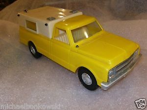 Processed Plastic Toys Aurora IL GMC Weekender Pickup Truck with Cap Y W