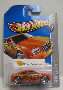 Chrysler 300C Hemi Orange 2013 Hot Wheels M Case