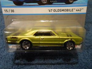 Hot Wheels 2013 Cool Classics 15 30 '67 Oldsmobile 442